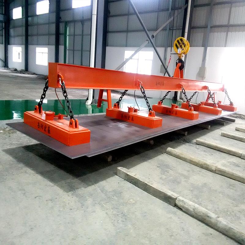 钢板厂吊钢板电磁吸盘案例